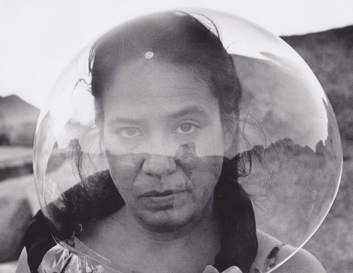 Performance: Primera mujer en la Luna 2001